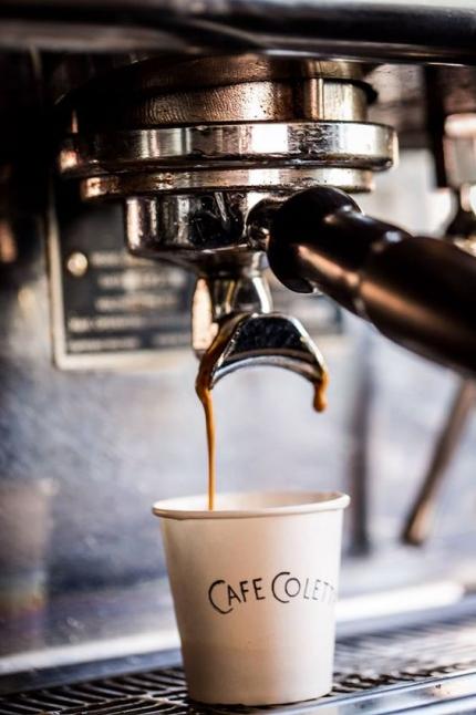 Фото - Кофейная сеть в виде кофе-стаканов