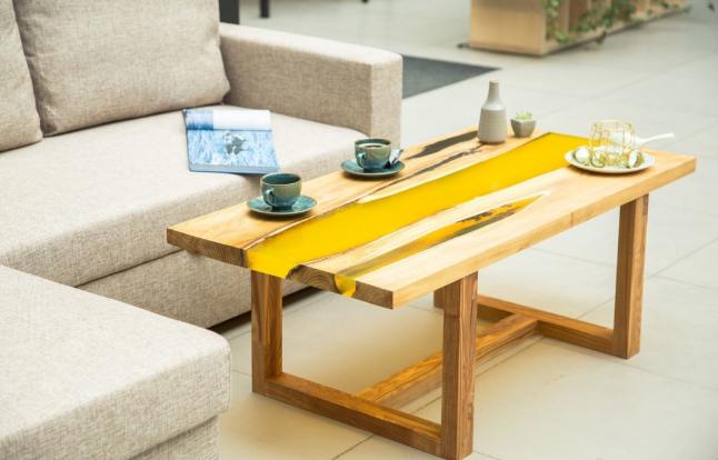 Фото - столы со смолой, а также стабилизированным мхом